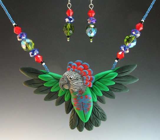 A Hawkhead Parrot Necklace